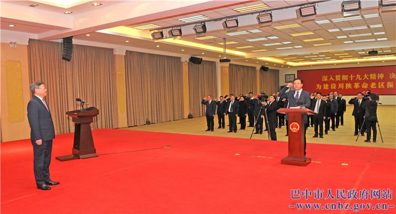 市政府举行新任命国家工作人员宪法宣誓仪式  何平监誓