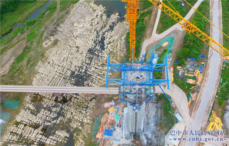 汉巴南铁路恩阳河特大桥全力推进