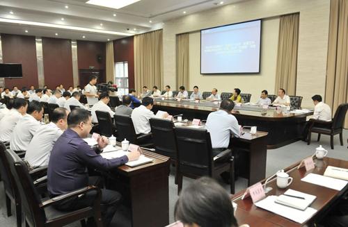 何平主持召开市政府第111次常务会议